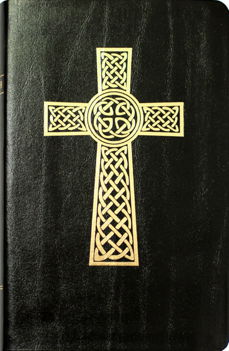 БИБЛИЯ КАНОНИЧЕСКАЯ 055. Золотой крест, черная, иск. кожа, золотой обрез, две закладки /126х195/